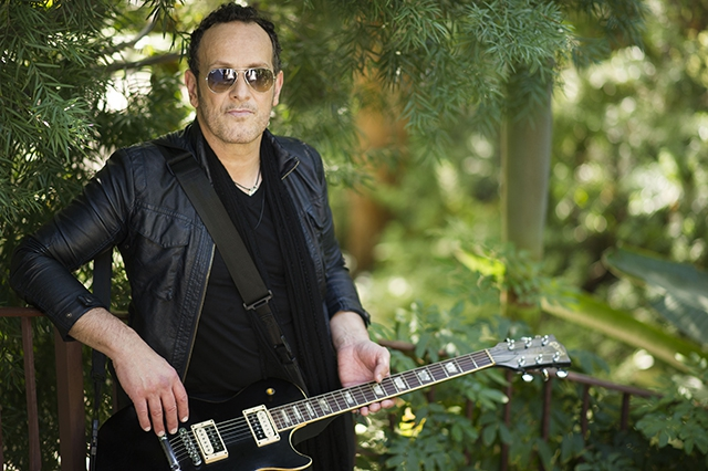 Vivian Campbell will receive this year's Oh Yeah Legend Award.